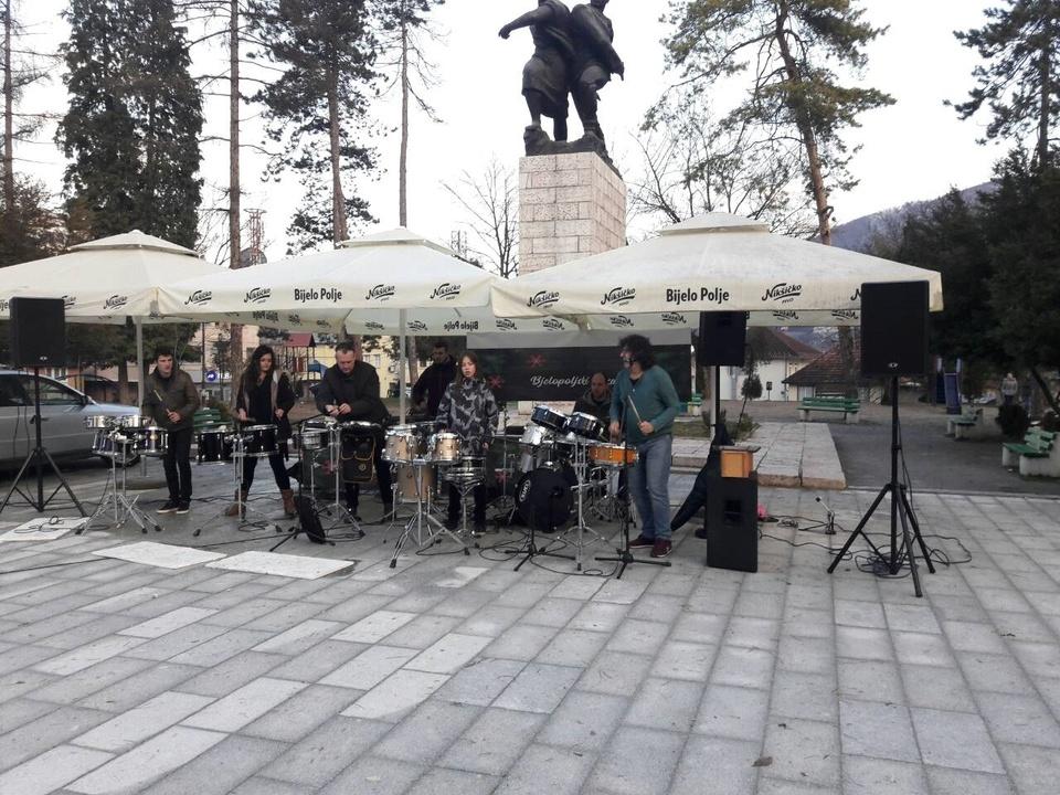 Dragoljub Đuričić održao koncert na bjelopoljskom trgu